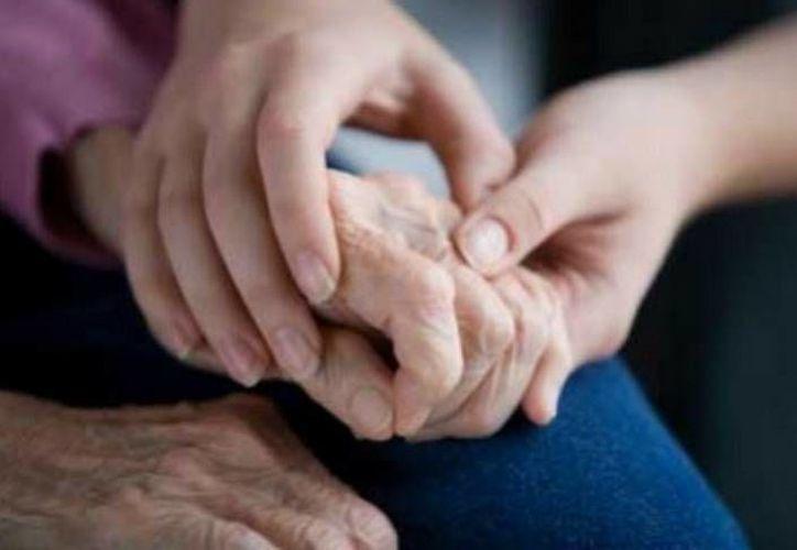 La estereotáctica consiste en implantar electrodos en cerebro para reducir mal de Parkinson. (MILENIO)