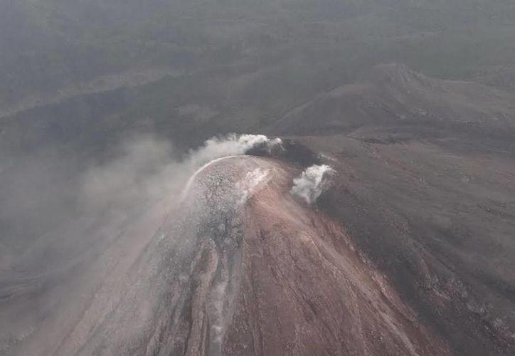 La explosión en el volcán de Colima tuvo como consecuencia una columna de 3 mil metros. (Foto de archivo de Notimex)