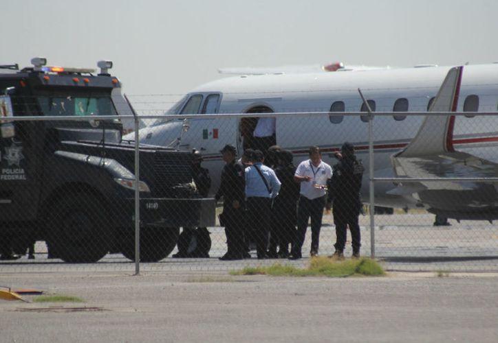 Policías federales trasladaron al capo desde el Cefereso número 9. (Proceso)