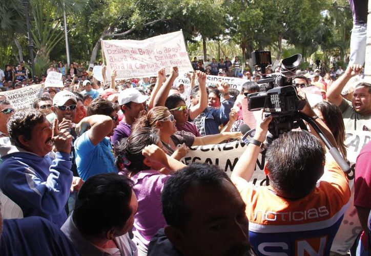 Los inconformes aseguran que no se retirarán hasta que el gobernador los atienda. (Juan Albornoz/Sipse.com)