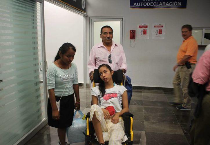 Tras la radiocirugía a la que fue sometida, Sandy tendrá que seguir con sus terapias físicas en el CRIQ. (Harold Alcocer/SIPSE)