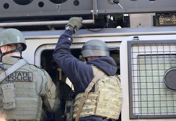 Las autoridades aún desconocen por qué el hombre entró armado en la institución sanitaria. (EFE)