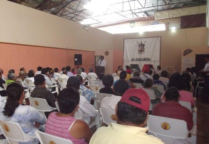 Integrantes de dos asociaciones de adultos mayores participaron en el taller. (Cortesía)