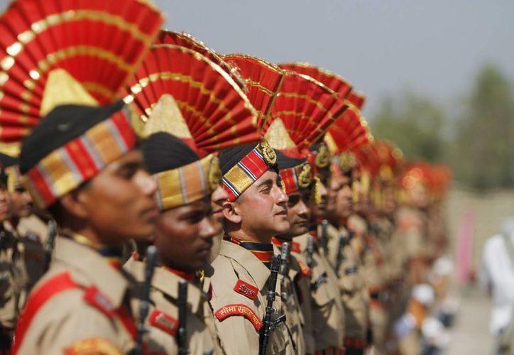 Un pelotón de nuevos reclutas de las Fuerzas de Seguridad de Fronteras de la India. (Imagen de contexto/EFE)