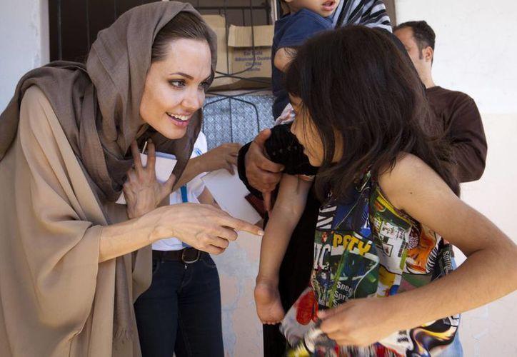 La actriz visitó en meses pasados el campo de refugiados sirios en las afueras de Turquía. (Archivo/Agencias)