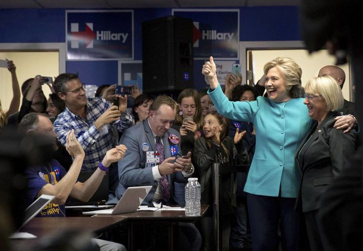 La candidata demócrata a la presidencia de EU, Hillary Clinton, en un evento campaña en Seattle. (AP/Andrew Harnik)