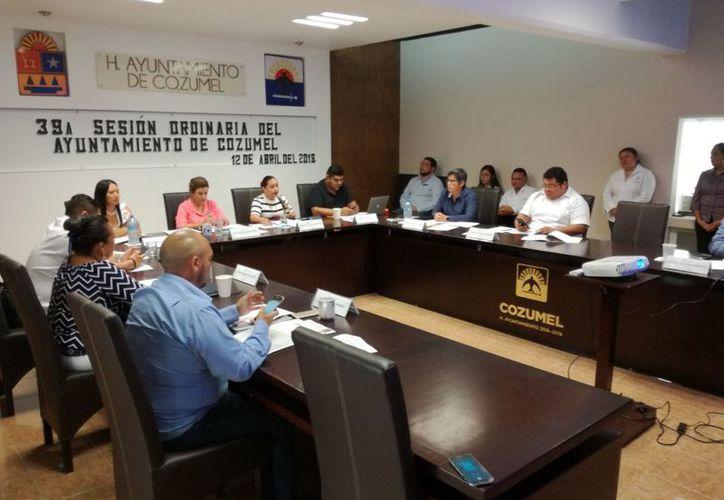 En sesión de Cabildo, Perla Tun confirmó la deuda del municipio. (Foto: Gustavo Villegas)