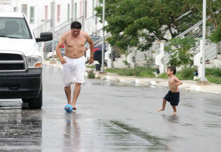 Hoy será un viernes caluroso, pero con lluvias vespertinas en Yucatán, de acuerdo con el pronóstico de la Conagua. (Amílcar Rodríguez/Milenio Novedades)