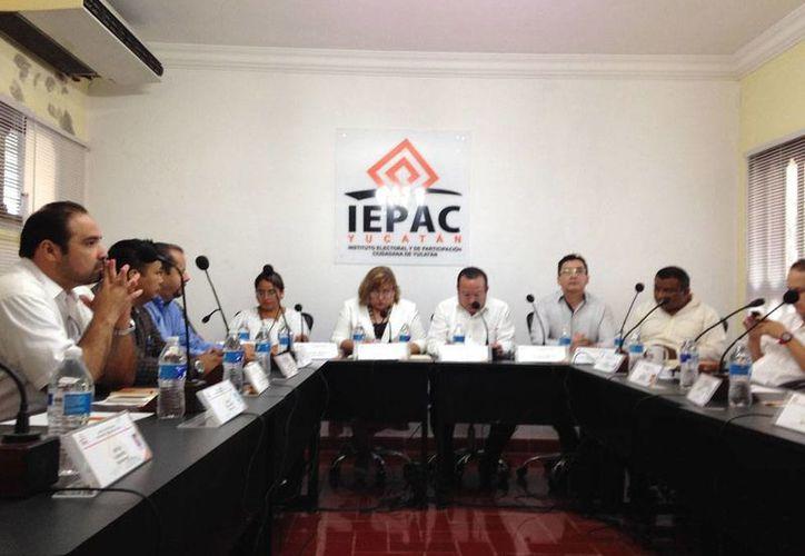 Hace unos minutos, se instaló oficialmente, en la sede de la colonia Alemán, el Consejo Electoral de Mérida. (Israel Cárdenas/SIPSE)