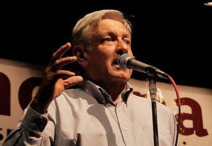 Andrés Manuel López Obrador, dirigente de Movimiento de Regeneración Nacional, criticó que las autoridades hallan recapturado a El Chapo sin poder todavía dar con el paradero de 43 normalistas desaparecidos en septiembre pasado en Guerrero. (Milenio)
