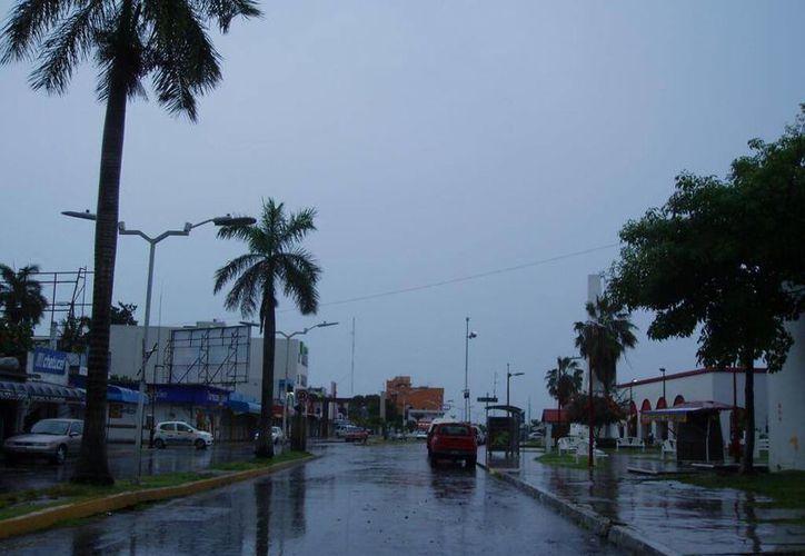 Las lluvias han provocado ligeros encharcamientos que no afectan la circulación vehicular. (Foto: @puertosantos)
