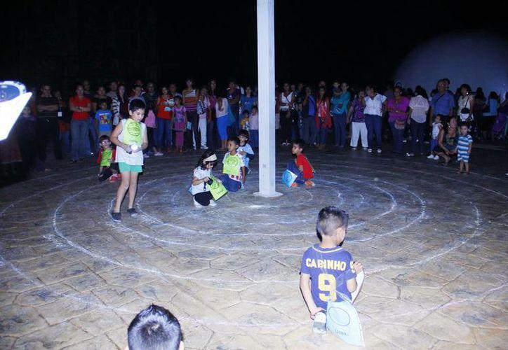 Muchos niños tambén disfrutaron de la velada didáctica. (Milenio Novedades)