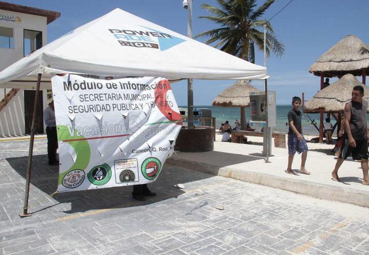 Durante el Operativo de Verano 2014 se instalaron dos puestos carreteros para dar atención a turistas nacionales y extranjeros. (Tomás Álvarez/SIPSE)