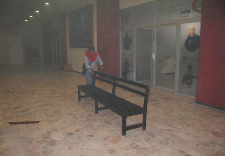 Como parte de las protestas por la desaparición de normalistas fue incendiado el Palacio Municipal de Chilpancingo, Guerrero. (Notimex)