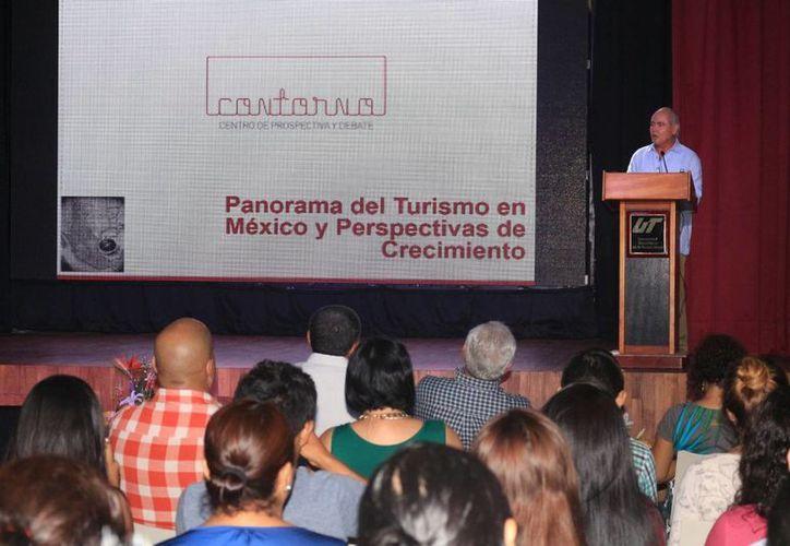 Oscar Espinoza Villarreal, exsecretario de turismo propone suma casinos a la oferta turística de la Riviera Maya. (Adrián Barreto/SIPSE)