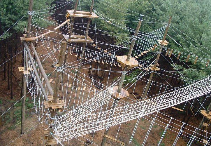 Xense se trata de un centro recreativo ecoturístico con diferentes actividades y servicios, como circuitos de rope courses, tirolesas y albercas artificiales, entre otras. (Foto de Contexto/Internet)