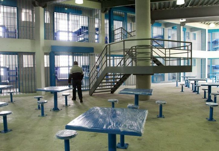 La cárcel de alta seguridad fue construida verticalmente y está atrás del Reclusorio Norte. (Fotos: lajornada.com.mx)
