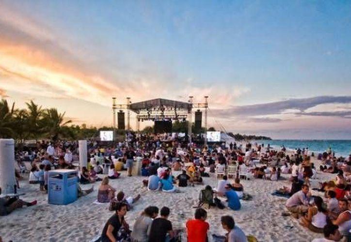 El festival de jazz reúne a los mejores músicos del género año con año en la Riviera Maya. (blog.bluebayresorts.com)