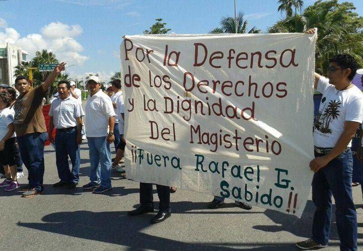 Cerca de tres mil maestros partciparon; ocasionaron caos vial. (Jazmín Ramos/SIPSE)