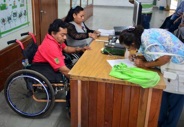 Empresas y el sector público han abierto espacios a las personas con discapacidad. (Milenio Novedades)
