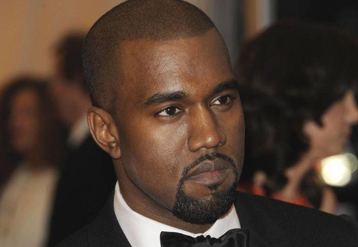 El público respondió bien a algunas de las nuevas piezas de Kanye West, pero no fueron tan efusivos como con sus éxitos más conocidos. (Agencias)