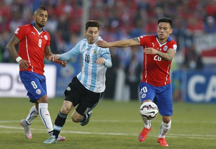 Argentina y Chile se enfrentan este domingo en punto de las 19:00 horas (Centro de México) en el MetLife Stadium de New Jersey. (AP)