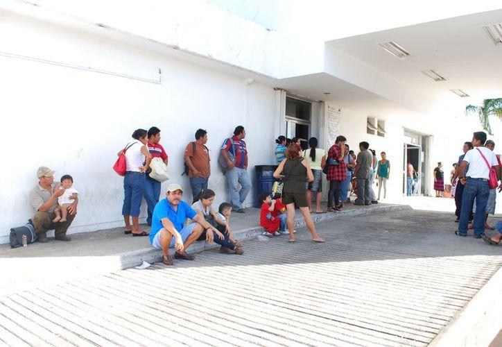 Muchos pacientes a quienes se les ha detectado algún tipo de tumor, deben esperar para poder recibir tratamiento en los hospitales de Mérida. (Tomás Álvarez/SIPSE)