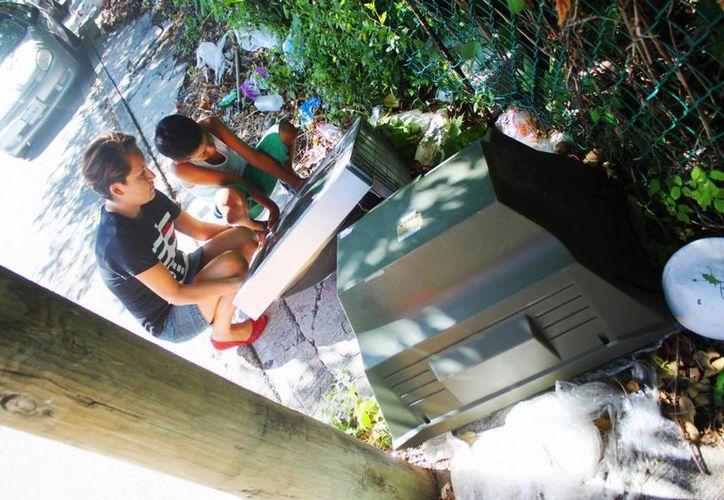 En algunas zonas de Playa del Carmen es posible ver televisores analógicos tirados. (Daniel Pacheco/SIPSE)