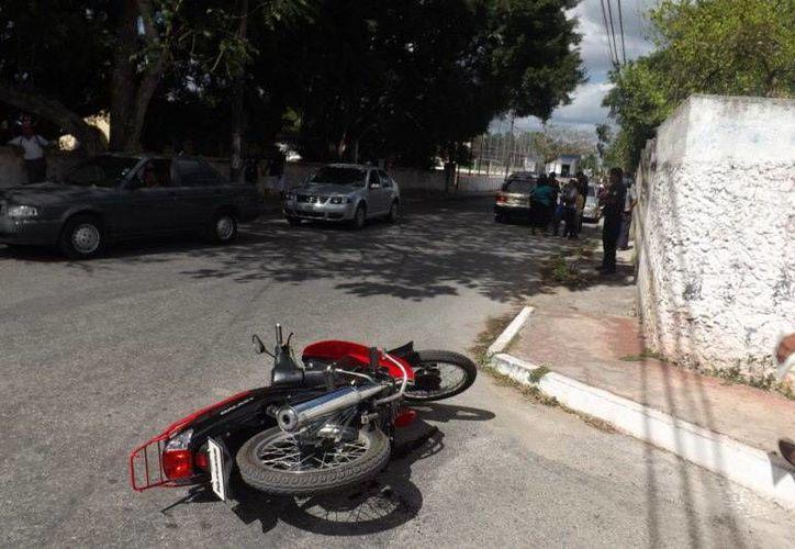 En Valladolid se registró un choque entre un taxi y una motociclista, sin heridos de consideración. (SIPSE)