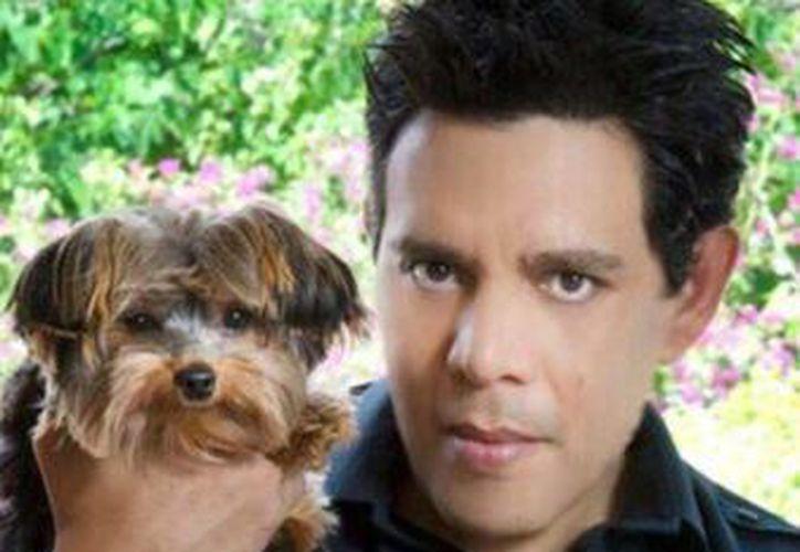 Raúl Juliá Levy es amante de los animales. (Twitter)