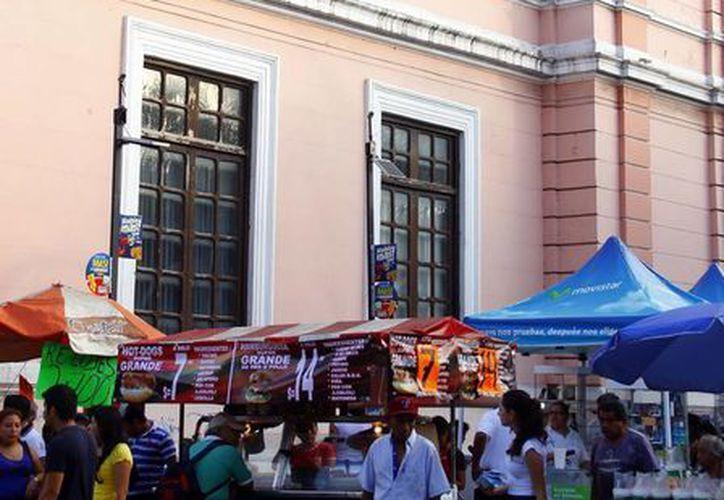De acuerdo con la Cámara de Comercio de Mérida, seis de cada diez personas trabajan en la economía informal. (SIPSE)