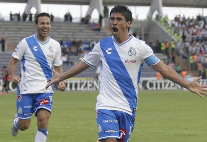 Con un disparo pegado al poste izquierdo, Matías Alustiza logró darle la ventaja al conjunto 'Camotero', que vino de atrás y venció al Pachuca en el cierre de la fecha seis del futbol mexicano, en Puebla. (Notimex)