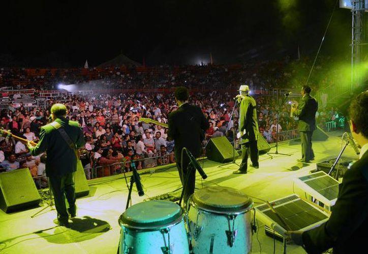 Los asistentes corearon los temas durante el concierto. (Cortesía/SIPSE)