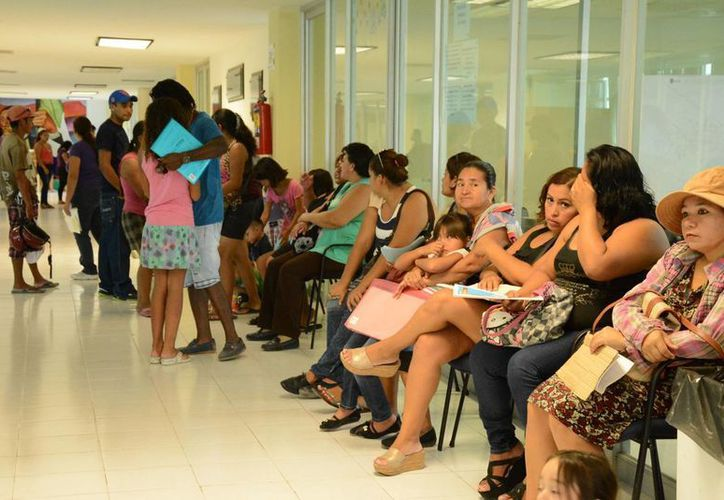 En algunos días se atendieron hasta 800 padres de familia. (Victoria González/SIPSE)