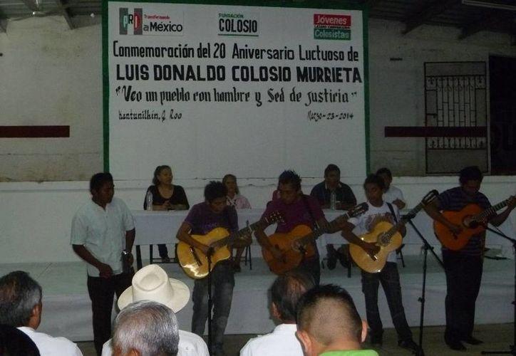 El grupo Ayri de la Casa de la Cultura interpretó varias melodías en el evento. (Raúl Balam/SIPSE)