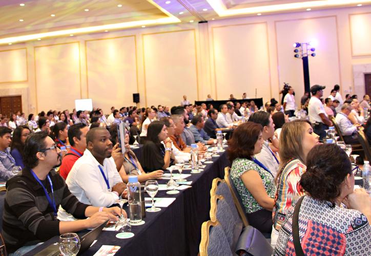 En el evento que inició ayer y concluye hoy, participan más de 700 personas. (Paola Chiomante/SIPSE)