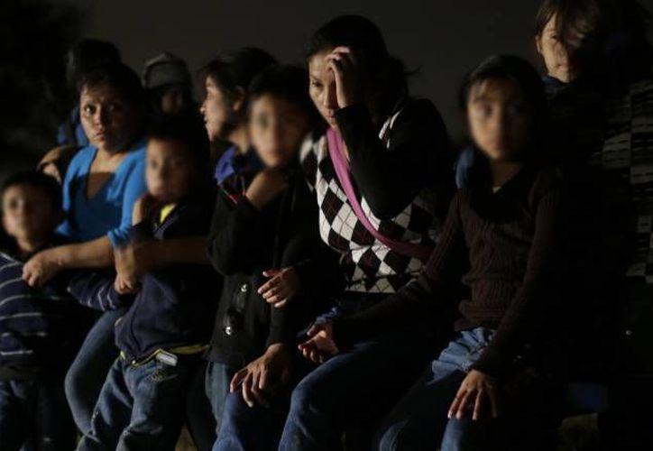 El mayor centro de detención de inmigrantes en la comunidad de Dilley, Texas, estará dedicado a albergar a personas adultas que cruzan la frontera de manera ilegal con sus hijos. (Archivo/Agencias)