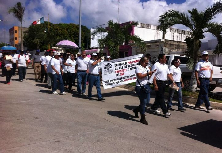 Los docentes del Colegio de Bachilleres de Quintana Roo se reunieron en Chetumal para realizar su manifestación. (Benjamín Pat/SIPSE)