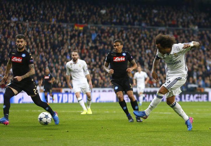 Napoli fue ligeramente superior a Real Madrid en los primeros minutos del partido jugado en Madrid, pero después los merengues tuvieron mucha más posesión de balón y jugadas más claras de gol. (AP)