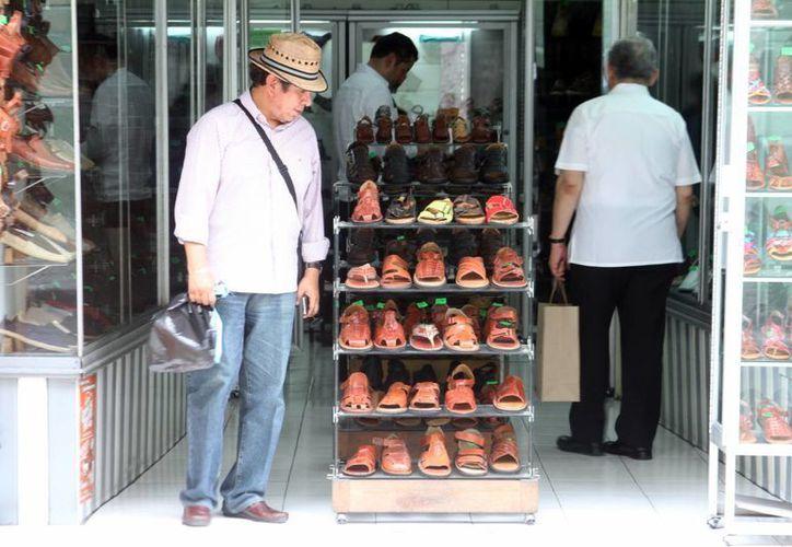 Comercios tiene promociones y descuentos con motivo del Día del Padre. (César González/SIPSE)