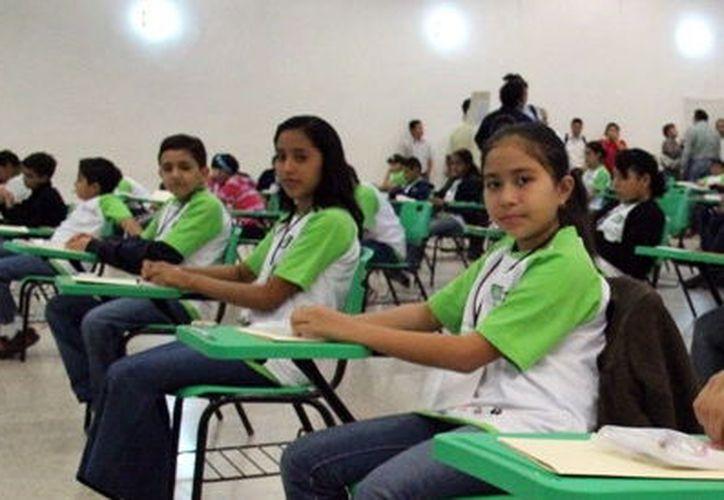 Alistan selectivo de matemáticas en secundarias. (Foto: Milenio Novedades)