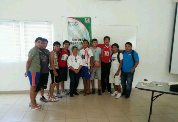 Los entrenadores que participan en el curso. (Lanrry Parra/SIPSE)