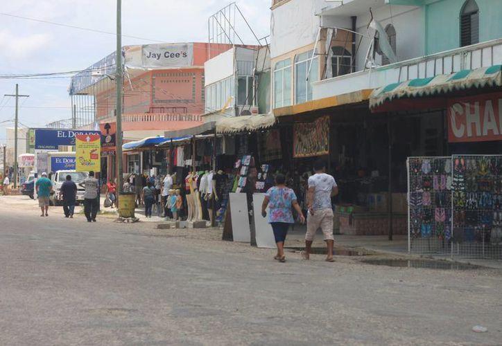 En la actualidad sobreviven 340 negocios en la Zona Libre de Corozal. (Harold Alcocer/SIPSE)