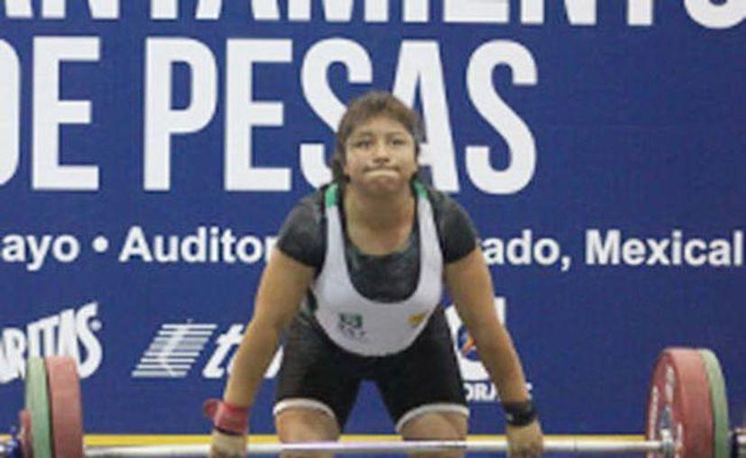 Mayra Couoh conquistó par de medallas de oro en pesas. (SIPSE)