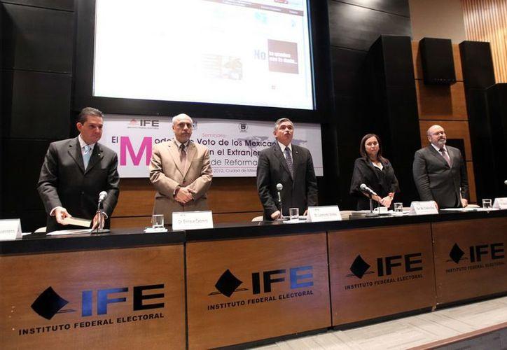 El IFE plantea aplicar, en diversos proyectos de resolución, multas a PRI, PVEM y PAN por diversas irregularidades. (Archivo Notimex)