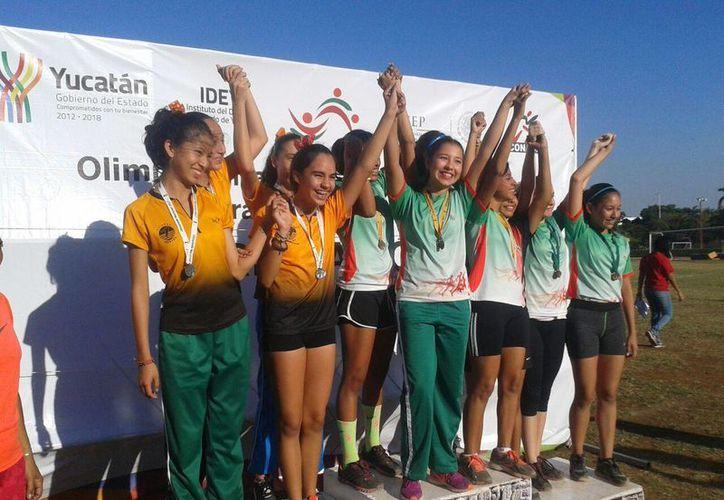 Atletas que buscan su lugar dentro de la delegación Yucatán que acudirá a la Paralimpiada Nacional iniciaron hoy sus eliminatorias en la fase estatal de Olimpiadas Especiales. (Fotos cortesía)