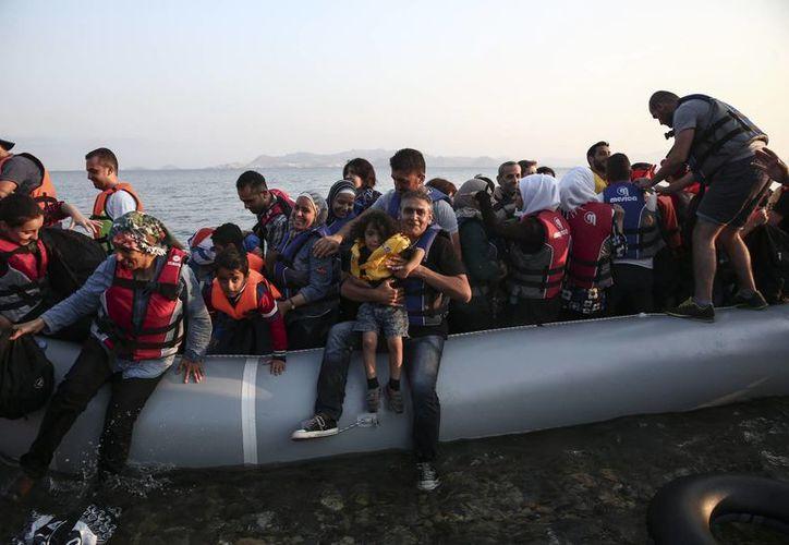 En los últimos cuatro días, la guardia costera turca ha rescatado a casi mil 800 inmigrantes en el mar Egeo. (Agencias)