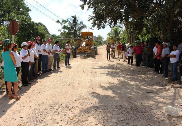 El banderazo de inicio de obras lo encabezó el alcalde. (Raúl Balam/SIPSE)
