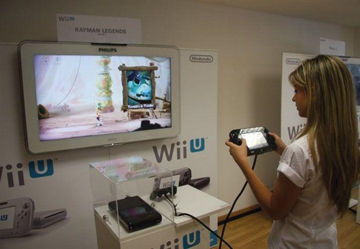 Wii U puede conectarse al internet a través de una conexión inalámbrica, tiene cuatro puertos USB 2.0 (dos en el frente y dos atrás) que son compatibles con el adaptador LAN. (pcactual.com)