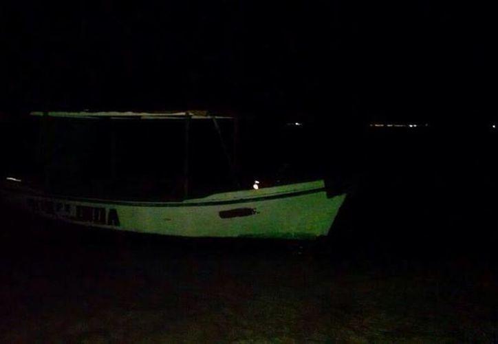 Las autoridades hallaron la embarcación tras un reporte. (Redacción/SIPSE)